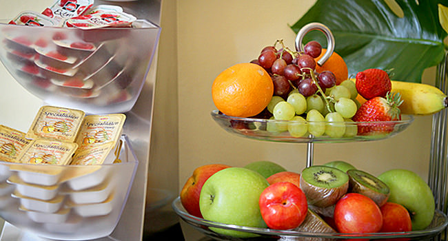 Breakfast buffet: fruit